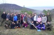 """50 фиданки черен бор засадиха горнооряховски деца и младежи в района на хижа """"Божур"""""""
